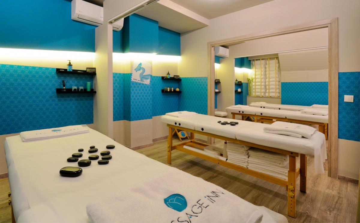 DEEP TISSUE BODY MASSAGE FOR 4 PERSONS